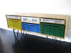 Mueble de cajas de plástico | Decorar tu casa es facilisimo.