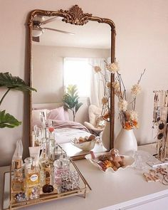 dressing table inspirations and ideas vanitytable vanitymirror dressingroom bedroomideas makeuptable classyinteriors consoletable dressingtable vanity 717339046876531904 Bedroom Vintage, Vintage Home Decor, Vintage Inspired Bedroom, Vintage Furniture, Vintage Ideas, Vintage Style, Gold Home Decor, Elegant Home Decor, Vintage Room