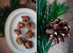Lækre knasende sprøde og søde cornflakestoppe fra barndommen - her med et lille twist af karamel og glimtende guldstøv - opskrift her