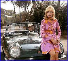 """Le fate (segment """"Fata Armenia"""", Mario Monicelli, 1966): Fiat 850 spider"""