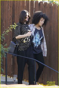 Pregnant Anne Hathaway Reportedly Has a 'Lot of Energy': Photo ...