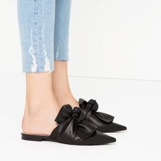 bow-slidesThese leather slides with a bow are super chic.