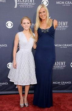 Bethany Hamilton and AnnaSophia Robb ♥ She so short next to Bethany! Bethany Hamilton, Fille Anime Cool, Youre Like Really Pretty, Professional Surfers, Actors & Actresses, Hollywood Actresses, Role Models, Style Me, Celebs