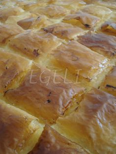 Bu tatlı tarifiyle ''Hamarat Abla''nın yarışmasına katılıyorum . Börek dendiğine bakmayın, laz böreği çok güzel bir tatlıdır.Bu ay ki L...