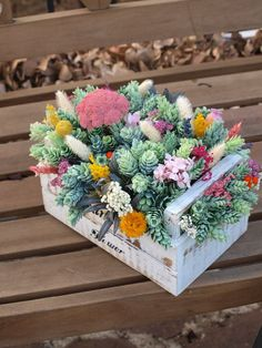 Flower Box Gift, Flower Boxes, Succulents In Containers, Planting Succulents, Succulent Arrangements, Floral Arrangements, Dish Garden, Cactus Y Suculentas, Decoration Table