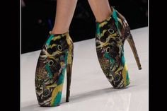 1442  Alexander McQueen Alien/Armadillo Shoes - I just don't think I will ever fully embrace the armadillo shoe. It would make a better planter than a shoe.
