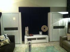Composición de salón en laca blanca alto brillo.
