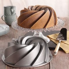 Shop online for Nordic Ware Bundt Pan - Heritage at Golda's Kitchen; the leading Canadian on-line shopping site for quality bakeware, cookware, and cake decorating supplies. Cool Kitchen Gadgets, Kitchen Items, Home Decor Kitchen, Kitchen Utensils, Cool Kitchens, Kitchen Dining, Kitchen Tools, Baking Tools, Baking Pans