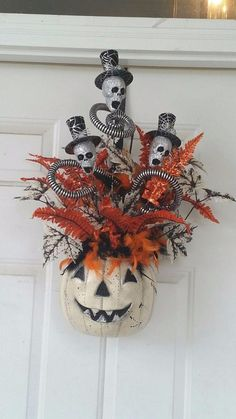 For anybody who is willing to find creative, Halloween decorations can work in nearly every room of the home. Or blend in addition to match our Halloween home window decorations together with Halloween table decors to come up with a… Continue Reading → Halloween Designs, Halloween Prop, Moldes Halloween, Casa Halloween, Halloween School Treats, Adornos Halloween, Manualidades Halloween, Halloween Party Supplies, Halloween Trees