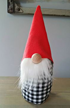 Tonttu käsityö to Make a Gnome Christmas Gnome, Christmas Projects, Christmas Holidays, Christmas Decorations, Christmas Ornaments, Holiday Crafts, Fun Crafts, Arts And Crafts, Gnome Tutorial