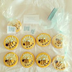 Bumblebee decorated sugar cookies from butterprint bakeshop done with royal icing