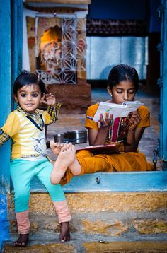 Girls of Jaisalmer - India I love this pic!! I want to go back!