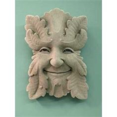Fern is one of the smaller botanical face plaques. His gentle smile and relaxed mood are a pleasant addition to any outdoor area. Fern would make a great gift for the gardener. Image is Aged, other op