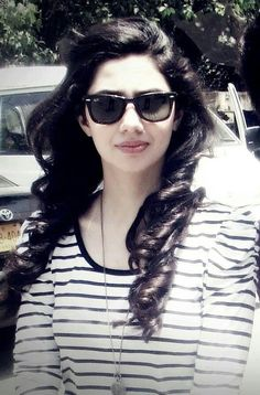 Mahira Hafeez Khan is a Pakistani television and film actress. She is best known for her role in Humsafar which helped re-establish the popularity of Pakistani-made shows in Pakistan. Mahira Khan Pics, Mahira Khan Dresses, Pakistani Actress, Bollywood Actress, Beautiful Celebrities, Beautiful Actresses, Beautiful Women, Maira Khan