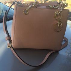 Michael kors purse origuinal new with tags Michael kors purse origunal new with tags pink Michael Kors Bags Crossbody Bags