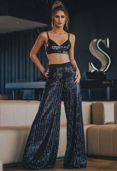 new years eve outfit ideas to copy this year 19 December Outfits, New Years Eve Outfits, Classy Outfits, Pretty Outfits, Cute Outfits, Basic Fashion, Flare Jeans Outfit, Fiesta Outfit, Clubbing Outfits