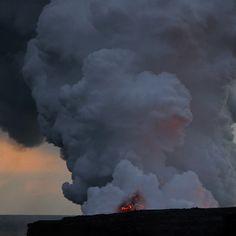 Какой вулкан считается самым активным в мире, но в то же время его извержения не вызывают разрушений и жертв среди людей? Килауэа (Гавайи).