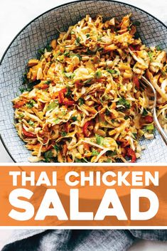 This simple chopped Thai chicken salad has BIG flavors peanut lime soy chili cilantro Topped with a homemade peanut dressing Healthy and fresh 452611831301847698 Thai Chicken Salad, Chicken Salad Recipes, Farro Recipes, Chicken Flavors, Recipe Chicken, Healthy Chicken, Asian Recipes, Healthy Recipes, Gastronomia