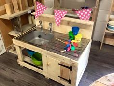 Pallet Mud Kitchen - Keeping kids busy over the summer hols