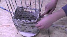 Film prezentujący jak w metodzie wiklina papierowa krok po kroku ozdobnie wykańcza się wyplatanie dużego koszyka. Tutorial - DIY. Chcesz więcej, zapraszamy n...