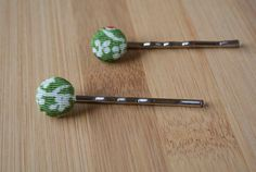 Japanese kimono fabric button bobby pin set  green by sarabamanda