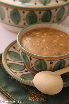 Observer les façons de cuisiner et de manger, c'est un merveilleux moyen pour découvrir l'histoire et la culture d'un pays. En l'occurrence, la cuisine marocaine est à l'image du pays : chaude, généreuse, colorée, parfumée, subtile... La cuisine marocaine...