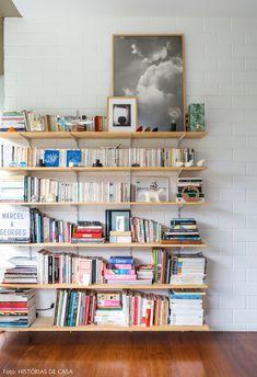 she shed decor Living Room Bookcase, Living Room Decor, Room Deviders, Diy Casa, Piece A Vivre, Room Inspiration, Home Furniture, Diy Home Decor, Home And Family