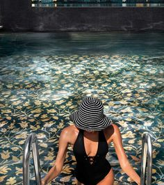 The Mosaic Art Factory - The SICIS concept of luxury. Discover the brand and the collections (Mosaic, Art Gallery, Next Art, Jewels, Watches). Swimming Pool Mosaics, Swimming Pools, Glass Pool, Mountain Cottage, Interior Design Photos, Beautiful Pools, Cool Pools, Mosaic Art, Outdoor Pool