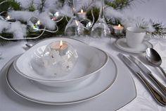 Piatti in porcellana per tavola chic Collezione Canada: un prezioso filo argentato esalta il design elegante di Le Monachine; l'originale segnaposto è nella forma Oggi.  www.ancap.it