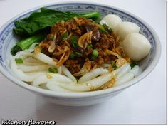 kitchen flavours: Loh Shi Fun (Pin Noodles) with Minced Meat