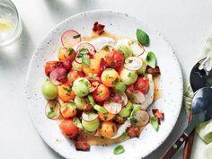 Summer Melon Salad Cantaloupe Recipes, Fruit Salad Recipes, Watermelon Recipes, Fruit Salads, Fruit Fruit, Summer Salads With Fruit, Fresh Fruit Salad, Summer Food, Summer Savory