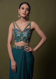 Teal ready pleated saree in georgette with ruffle frill and hand embroidered blouse online - kalki fashion Sari Blouse Designs, Fancy Blouse Designs, Bridal Blouse Designs, Indian Fashion Dresses, Indian Designer Outfits, Designer Party Wear Dresses, Sleeves Designs For Dresses, Stylish Blouse Design, Bollywood Saree