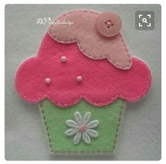 Handmade Cupcake Felt Applique (Big - Double Layer and - Mint Green Bottom)… Felt Diy, Felt Crafts, Fabric Crafts, Sewing Crafts, Sewing Projects, Felt Patterns, Applique Patterns, Felt Cupcakes, Felt Decorations