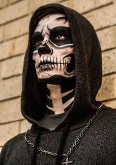 30 Halloween Makeup Ideas for Men Sugar Skull Special Effects Makeup Disfarces Halloween, Mens Halloween Makeup, Halloween Cosplay, Vintage Halloween, Halloween Makeup Artist, Halloween Movies, Halloween Skeletons, Makeup Fx, Dead Makeup