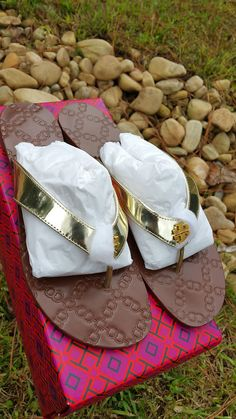 9afe79b7330f Tory Burch Gold Metallic Leather Monroe Sandal Flip Flop Thong Shoe   fashion  clothing