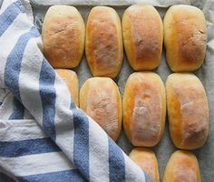 Kakkutaikuri: Laiskan leipurin vehnäsämpylät Tasty, Yummy Food, Dessert Recipes, Desserts, No Bake Cake, Bon Appetit, Hot Dog Buns, Food Inspiration, Food And Drink