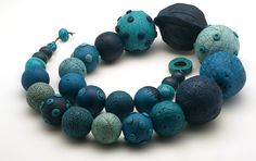 gros_collier_bleu_2.JPG, October 2014