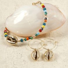 Get ideas for creative activities with Home-made jewellery and buy the materials here! We have everything for DIY Home-made jewellery and easy step-by-step guides for you Diy Collier, Lace Bracelet, Bijoux Diy, Helmet, Homemade, Accessories, Jewelry, Seed Beads, Glass Beads