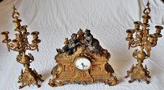 CANDELABROS IMPERIAIS - Espetacular conjunto de candelabros e relógio feitos em bronze pesado.