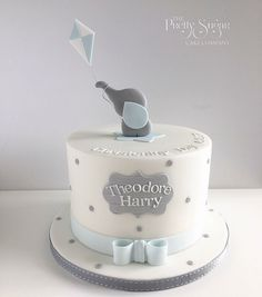Grey and blue spot elephant with kite christening cake - Doğum günü Elephant Baby Shower Cake, Elephant Cakes, Baby Shower Cakes For Boys, Baby Boy Cakes, Baby Boy Christening Cake, Baby Boy Birthday Cake, First Birthday Cakes, Gateau Baby Shower Garcon, Sugar Cake