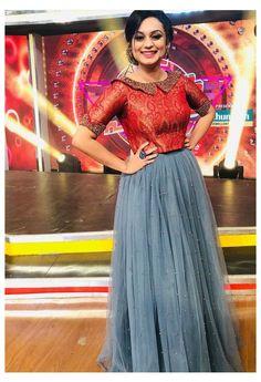 Party Wear Indian Dresses, Designer Party Wear Dresses, Indian Gowns Dresses, Indian Fashion Dresses, Long Skirt Top Designs, Long Skirt And Top, Long Dress Design, Indian Skirt And Top, Long Skirt Outfits