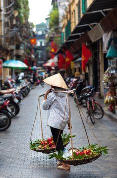 Vendedor ambulante em Hanói, Vietnã.  Fotografia: http://www.vietnamonline.com
