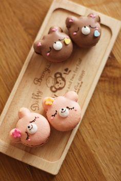 Cute macaroons are a popular kawaii treat. Deco Cupcake, Cupcake Cookies, Bear Cookies, French Macaroons, Japanese Sweets, Japanese Candy, Kawaii, Cute Desserts, Pastel Cupcakes