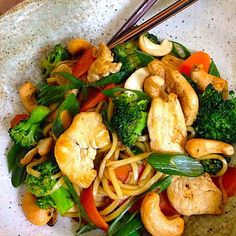 "9 Flat Belly Chicken Dishes ""Chicken Broccoli Cashew Stir-fry"" (I will make mine gluten free of course :) )"