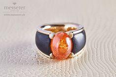 Mandarin-Granat mit Ebenholz und Gelbgold Gemstone Rings, Gold, Gemstones, Engagement, Jewelry, Mandarin Oranges, Handmade Jewelry, Jewlery, Bijoux