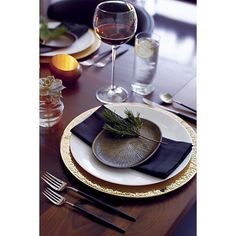 Love this table setting - gold charger with white and black elements - perfect