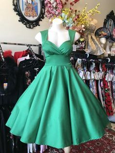 All Dresses are made in Sydney, Australia. Races Fashion, Skirt Fashion, Fashion Outfits, Rockabilly Looks, Rockabilly Fashion, 50s Style Skirts, Vintage Style Outfits, Vintage Fashion, Full Skirt Dress