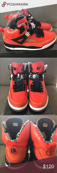 5f1fe22014 Jordan SpiZike Rare NY Knicks Size 10.5 Really Clean small canal crack on  the inner sole