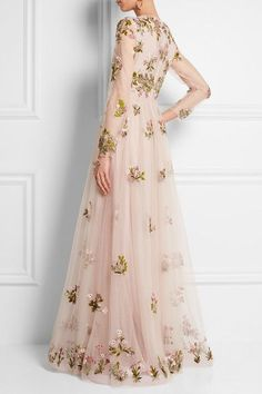 Floral embroidered tulle a line dusty pink dress Valentino, Beautiful Gowns, Beautiful Outfits, Elegant Dresses, Pretty Dresses, Evening Dresses, Prom Dresses, Formal Dresses, Look Fashion