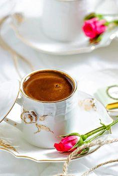 image Coffee Set, Coffee Cafe, Coffee Break, Coffee Girl, Iced Coffee, Café Chocolate, Chocolate Dreams, Coffee Illustration, Good Morning Coffee